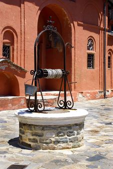 Free A Well At Monastery Xenofontos On Mount Atho Royalty Free Stock Photography - 19994137