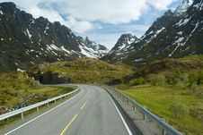 Road To Norwegian Mountains Stock Photography