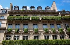 Free Apartment Building In Paris Stock Images - 19996904