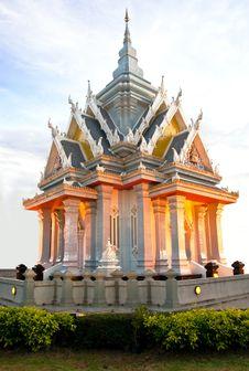 Free City Pillar Shrine Royalty Free Stock Photo - 19997835
