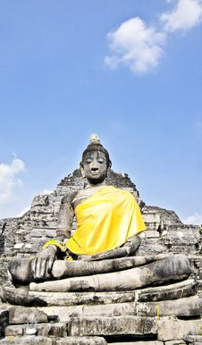 Buddha Statue With Yellow Fabric Stock Photos