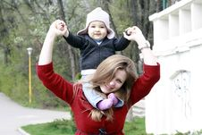 Free Happy Mother And Baby In Park Stock Photos - 19999813