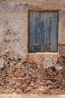 Free Blue Window At Deserted House Royalty Free Stock Images - 208619