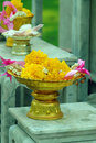 Free Flower Offerings To The Buddha Stock Image - 2008201