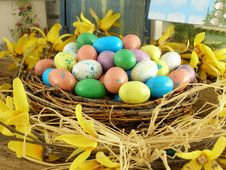 Free Easter Nest With Candy Eggs Royalty Free Stock Photos - 2000908