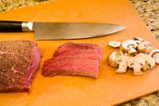 Free London Broil With Mushrooms Royalty Free Stock Images - 2001069