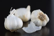 Free Fresh Garlic Royalty Free Stock Photo - 2001105