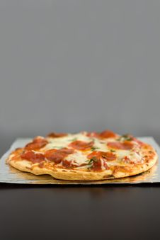 Free Pepperoni Pizza Royalty Free Stock Image - 2001176