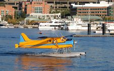 Free Float Plane On Lake Union Royalty Free Stock Photography - 2001737