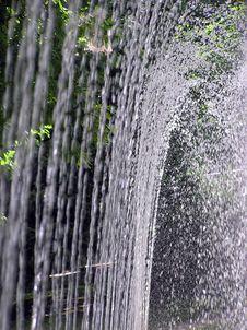 Free Splashing Fountaing Royalty Free Stock Photography - 2004437