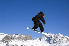 Free Snowboarder Jumping High In The Air Royalty Free Stock Photography - 2009827