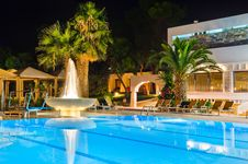 Water Pool And Fountain At Night Stock Photography