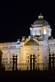 Free Thai Throne Hall At Night Stock Photography - 20002422