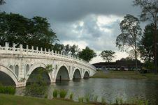 Free Chinese Garden Bridge Royalty Free Stock Photography - 20002757