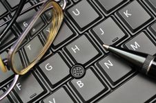 Free Keyboard, Glasses And Pen Stock Image - 20003631