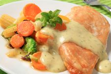 Free Chicken Breast And Mixed Vegetables Royalty Free Stock Photography - 20010417