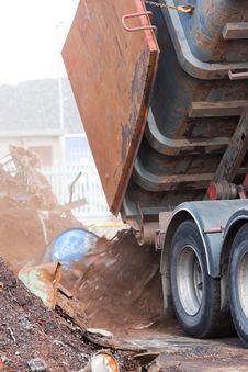 Free Truck Unloading Metal Scrap Royalty Free Stock Images - 20010739