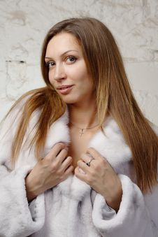 Free Stunning Sexy Young Woman In Fur Coat Stock Photos - 20010833