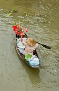 Free Lady Selling Flower From Her Boat Royalty Free Stock Images - 20020949