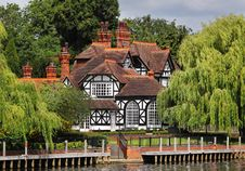 Free Timber Framed  Riverside House And Garden Royalty Free Stock Images - 20021289