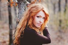 Free The Red-haired Girl In Autumn Leaves Stock Photo - 20030240