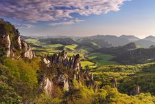 Free Climbing Rock In Green Landscape Royalty Free Stock Images - 20030409