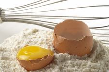 Free Flour, Whisker And Egg Royalty Free Stock Photography - 20032837