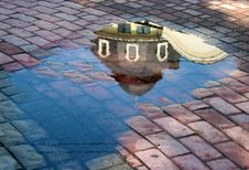 Free Reflection In The Puddle Stock Photo - 20033640