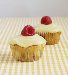 Berry Muffins With Lemon Curd Royalty Free Stock Images