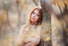 Free The Red-haired Girl In Autumn Leaves Stock Image - 20039411