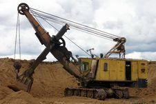 Free Yellow Excavator Royalty Free Stock Images - 20041279