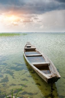 Free Boat At Coast Royalty Free Stock Images - 20045079