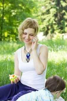 Free Mother With Son Relaxing Outdoor Royalty Free Stock Photo - 20046355