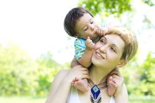 Free Mother With Son Relaxing Outdoor Royalty Free Stock Photo - 20046365