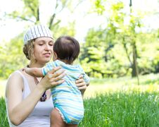 Free Mother With Son Relaxing Outdoor Royalty Free Stock Photography - 20046367