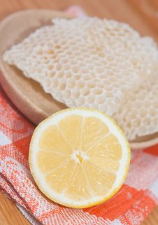 Free Lemon And Honeycomb Stock Photo - 20049180