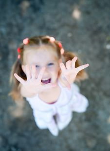 Free Little Girl Smiling Royalty Free Stock Image - 20050576