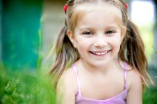 Free Little Girl Smiling Stock Images - 20050584