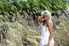 Free Girl Are Standing In Dry Grass Stock Photos - 20051713