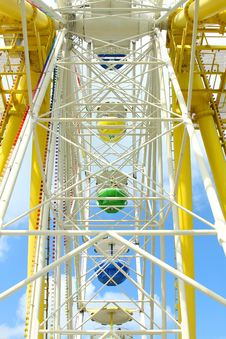 Free Ferris Wheel Against A Blue Sky Royalty Free Stock Images - 20056129