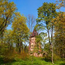 Free Ruined Tower Chapelle In Pushkin Town, Russia Royalty Free Stock Photos - 20056278