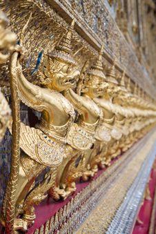 Free Golden Garuda Royalty Free Stock Images - 20057429