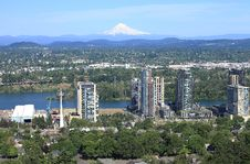 Free High Rises Under Construction & East Portland. Stock Photo - 20057750