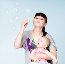 Free Mother And Daughter Blowing Bubbles Royalty Free Stock Photo - 20068565