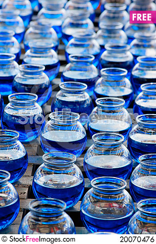 Free Ball Toss With Blue Fish Bowls Royalty Free Stock Image - 20070476