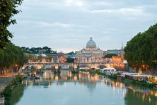 Free Angelo Bridge And St. Peter S Basilica Royalty Free Stock Photography - 20074487
