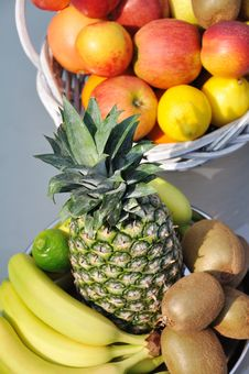 Free Fruits Arrangement Royalty Free Stock Photos - 20074798