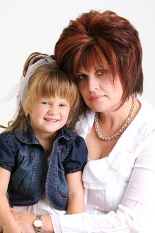 Free Young Daughter And Mother Smiling Royalty Free Stock Image - 20076886