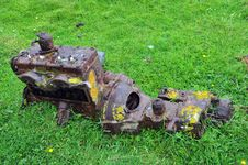 Free Old Rusty Car Engine Stock Photography - 20078502