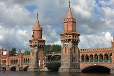 Free Towers Of The Upper Tree Bridge Stock Photos - 20085933